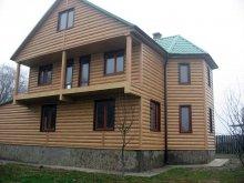 Будинок обшитий металосайдингу під дерево