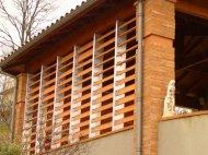 Фасад обробити за допомогою керамічних матеріалів