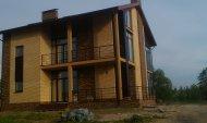 Оздоблення фасаду цеглою з декоративними елементами з натурального каменю